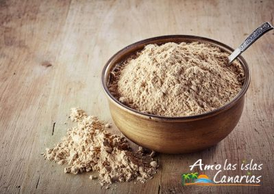 43470422 - bowl of maca powder  on wooden background