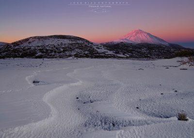 el teide con nieve nevado islas canarias tenerife