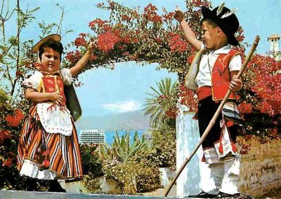 foto blanco y negro niños-tipicos-TENERIFE-amo las islas canarias