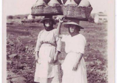 fotos antiguas lecheras de las islas canarias trabajos que hacian las mujeres adeje