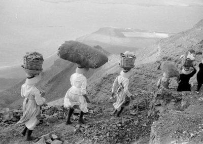 imagenes antiguas de la mujer canaria en sus labores y trabajos diarios islas canarias arona