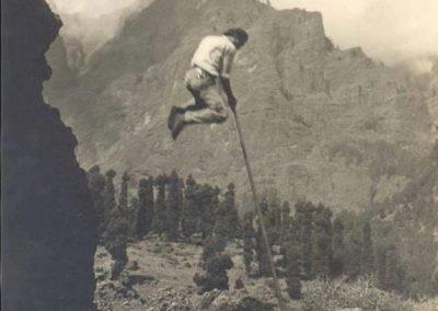 imagenes antiguas del salto del pastor en la palma islas canarias españa arona