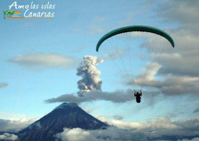 imagenes de paragliding parapente deporte extremo en canarias españa adeje