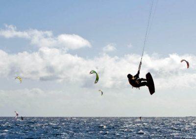 kitesurf surf windsurf deportes acuaticos para realizar en las islas canarias fotos arona