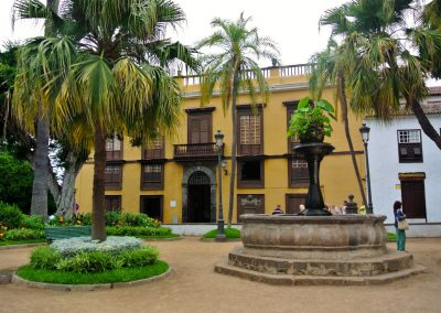 plaza de la pila en icod de los vinos tenerife