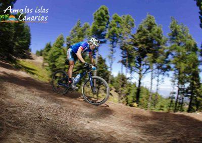 que tipo de deportes se pueden realizar en canarias fotos de ciclismo bicicleta bajando montañas deportes al aire libre islas canarias españa arona