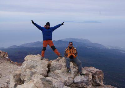 subir las montañas de tenerife Islas Canarias Turismo-activo-en-canarias-cumbre-pico-teide