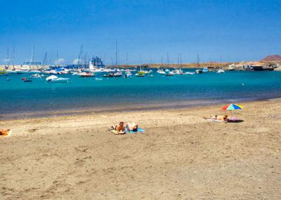 playa de las galletas en arona tenerife sur pueblo pesquero pescar barcos puerto