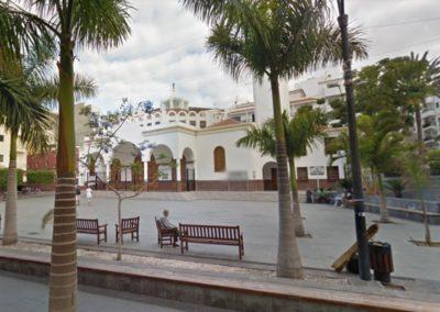 plaza de la iglesia en los cristianos arona tenerife sur misa parque religion centro de los cristianos