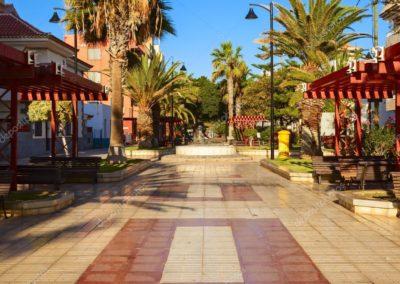 plaza de las galletas en arona tenerife sur parque para niños bancos paseo de las galletas puerto