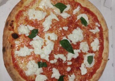 pizza-con-mozzarella-italiana-fornodoro-pizzeria-1